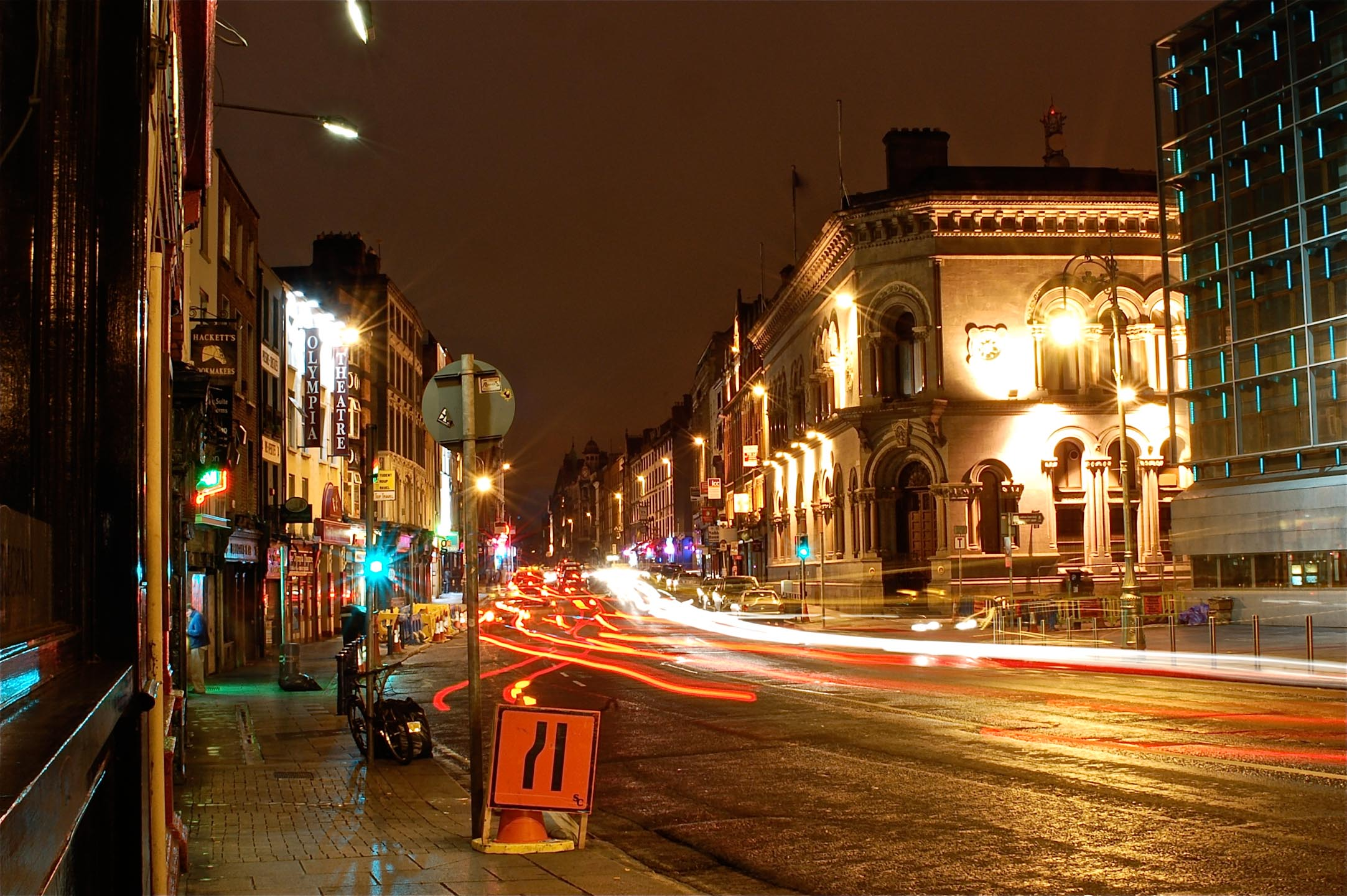 Traffic at night in Dublin_ Ireland5250.jpg
